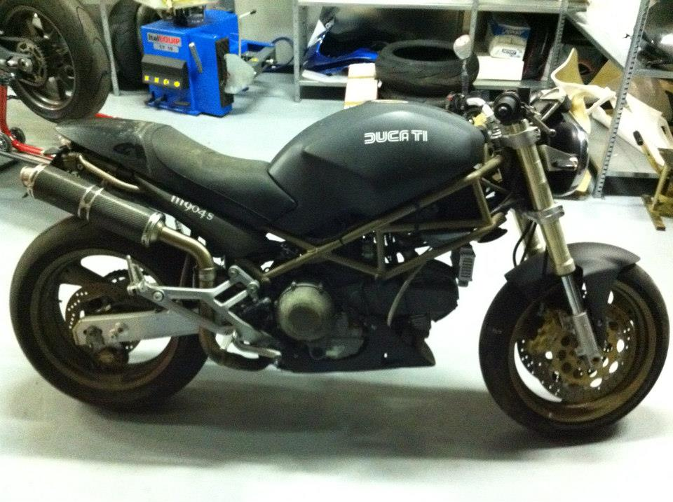 Kingbike Un Ducati Monster Allinglese Racergp