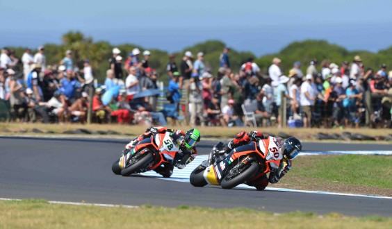 World Superbike: Trionfo Aprilia a Phillip Island Guintoli e Laverty dominano le due gare, Checa in ospedale